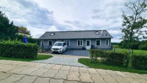 Ferienhaus-am-Fliegerpark in Stölln von außen Sicht von der Straße