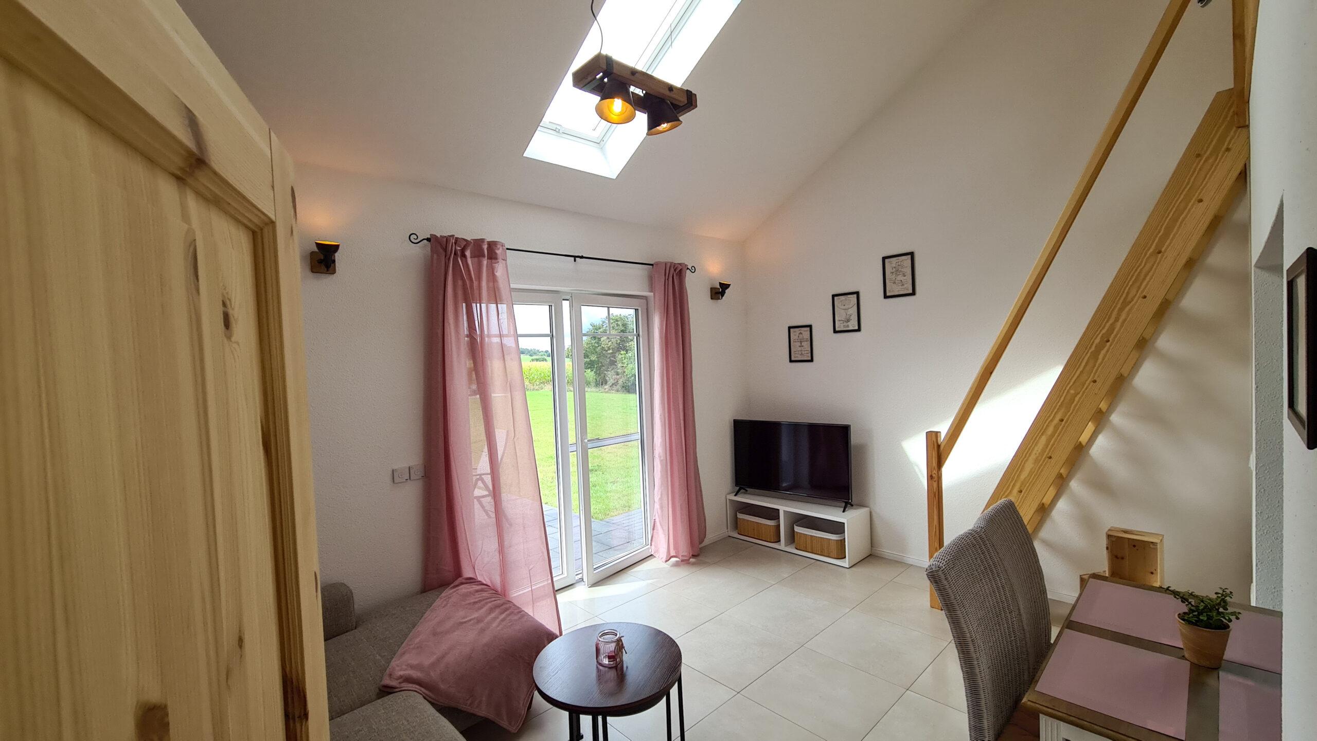 Wohnzimmer Smart TV Ferienhaus-am-Fliegerpark in Stölln