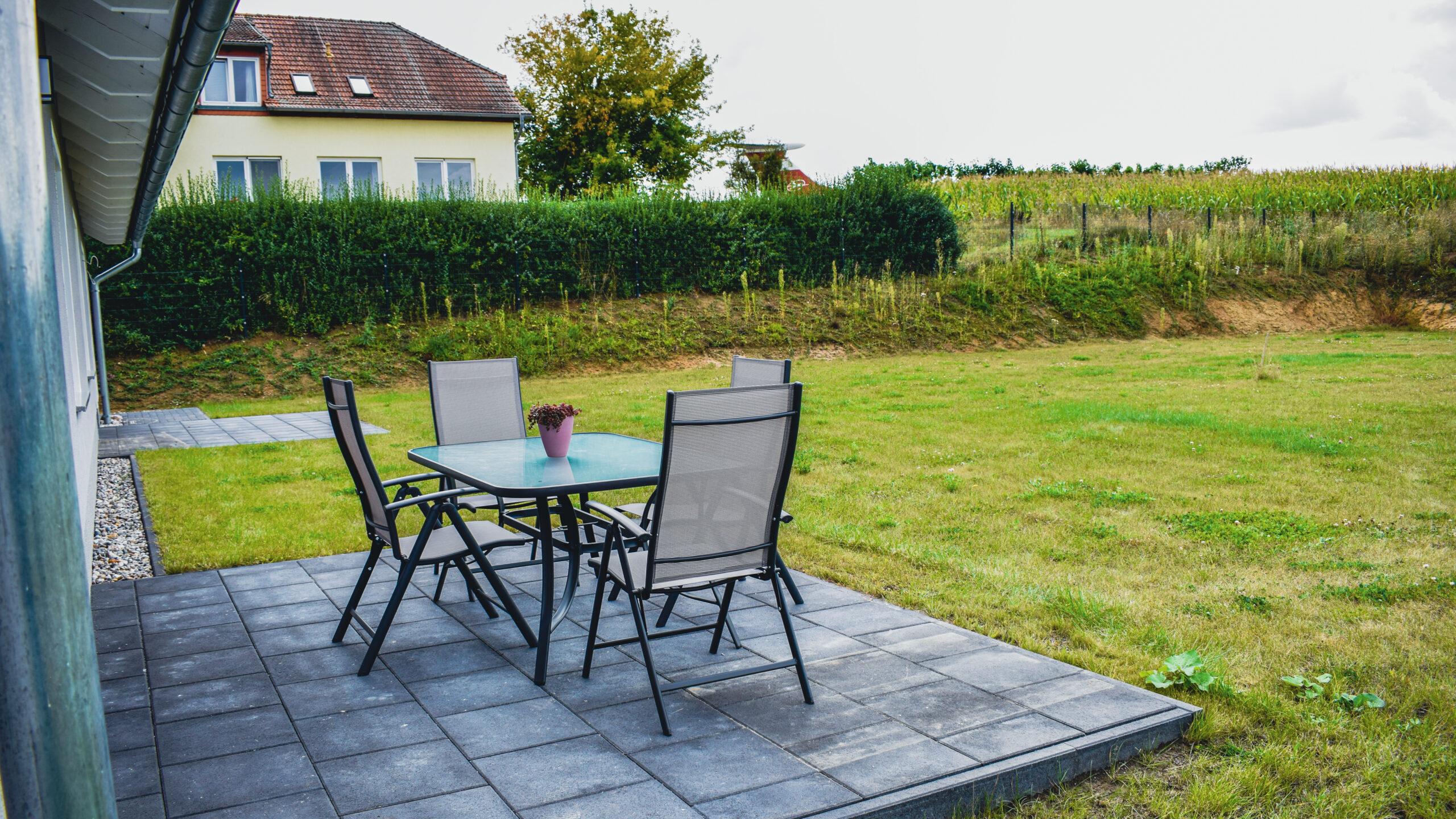 Terrasse vom Ferienhaus-am-Fliegerpark in Stölln